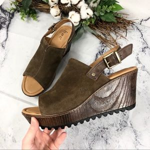 NWOT BOC Noelle suede wedge sandals Sz 9M